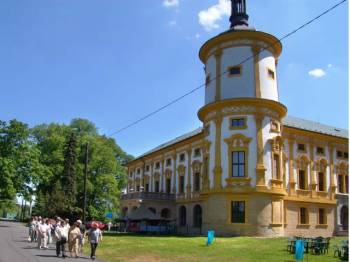 Linhartovský zámek