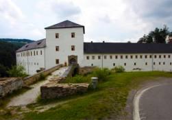 Zřícenina hradu Kolštejn azámek Branná